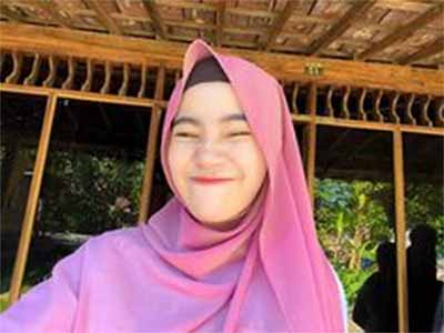 Cahyaniryn jilbab